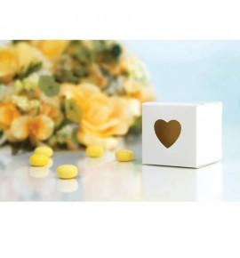Dėžutė saldainiams su išpjauta širdele