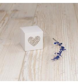 Dėžutė saldainiams su pjaustyta širdele
